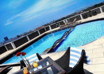 swimming pool 800x500